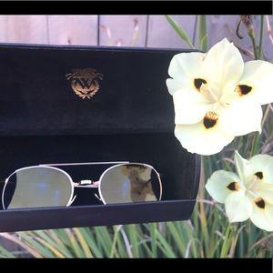 🦊 Wildfox Aviator Sunglasses with Heart Case 💕